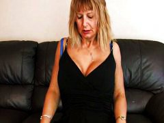 Mature mom at home rub... - Redtube