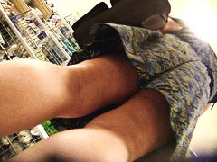 Thumb: Upskirt No Panty Hot P...