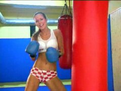 See: Sexy boxer babe