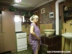 Old lady uses huge dil...