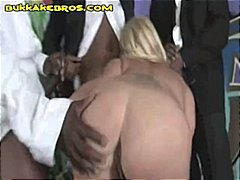 Nuvid Movie:Sexy blonde MILF knows hoe to ...