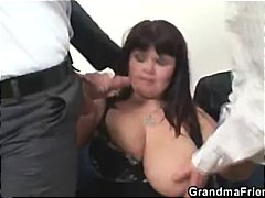 See: Her old fat pussy is n...