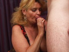 Thumb: Mature mommie wants th...