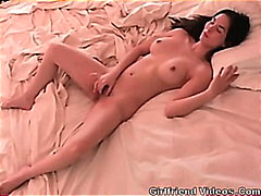 Hottie Rubs Pussy In Bed