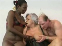 Alpha Porno Movie:Granny watches daughter in a DP