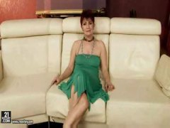 mature, older, hot mom, granny, grandma, milf, linda, mom, from