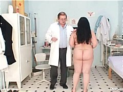 DrTuber Movie:Big tits fat mom Rosana gyno d...
