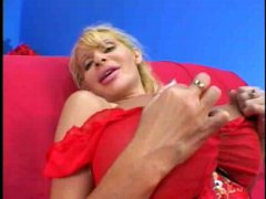 Busty cougar gets a lo... - Redtube