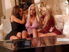 Girly threesome video
