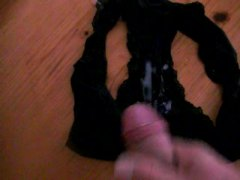 Thumb: cumshot in panty (eine...
