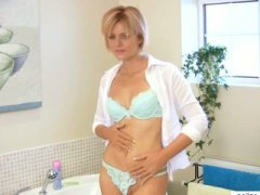 Amazing MILF housewife... from Keez Movies