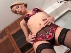 Thumb: Mom treats her milf pu...