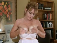 Mature office secretar... - Keez Movies
