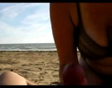 Thumb: She wank him at the beach