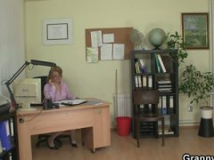Office lady gives head... video