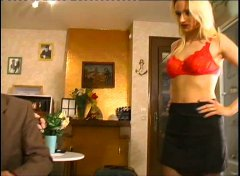 Xhamster Movie:une jeunette blonde s exhibe d...