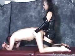 DrTuber Movie:Dominant latex babe putting it...