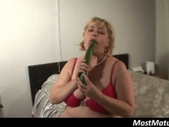 Blonde mature puts cuc... video