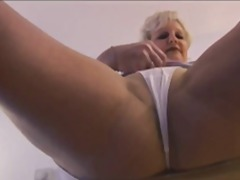 Thumbmail - Attractive Mature milf...