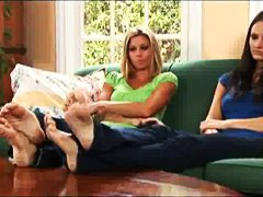 Xhamster Movie:2 beautiful ladies show soles