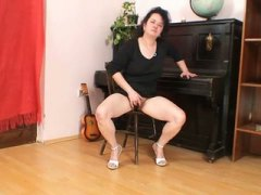 See: Mature brunette mom in...