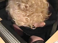 Mature webcam show wit...