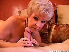 Gorgeous cougar sucks cock and eats c...