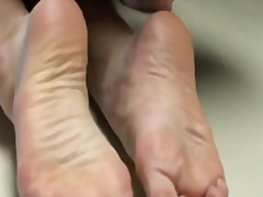 Xhamster - Cum on mommy's feet