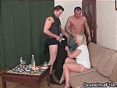 Mature widow enjoys two fresh young c...
