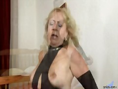 Deep Throat MILF Goes ...