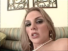 Hot blonde does some f...