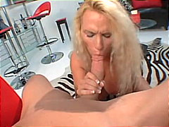 Holly Halston gives gr...