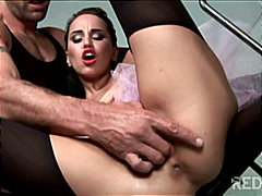 Aleska Diamond likes to fuck in her b...