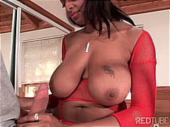Flexible black hottie uses her big 'u...