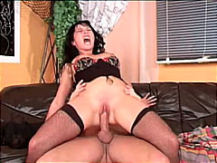 Redtube - Hot babe in lingerie g...
