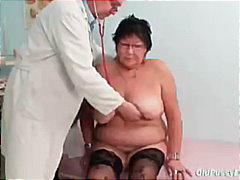 Elder amateur woman weird gyno clinic...