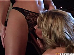 Gorgeous lesbians sweet pussy play