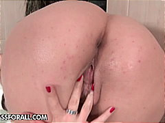 Mona Lee loves to get bathroom fuck