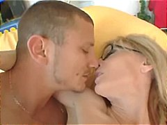 Blonde porn queen Nina Hartley eats h...