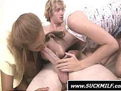 MILF and young girl takes turns slurp...