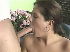 Nuvid - Larger girl loves to s...