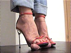 Nuvid Movie:Red Stilettos Trample