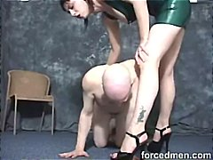 Mistress beats up slave's tits and as...