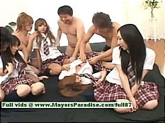 Japanese V girls have ...