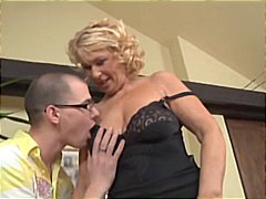 Blonde mature woman ge...