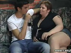 Tube8 Movie:PLumper babe getting cozy on a...