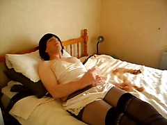 Mature CD wanking in bed