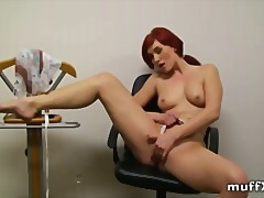 Redhead play game of w... - Xhamster