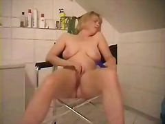 Thumb: Mature slut loves to b...