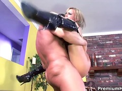 Thumb: Holly Wellin getting h...